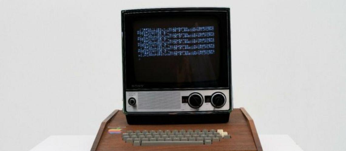 Apple 1: Počítač zhotovený rukami Jobsa a Wozniaka je na predaj za 1,5 milióna dolárov