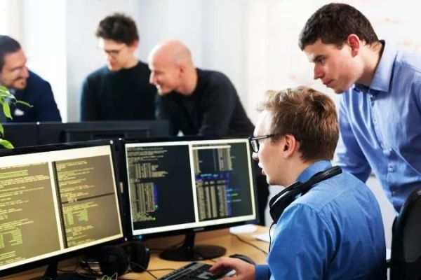 Dnes je svetový deň programátorov.