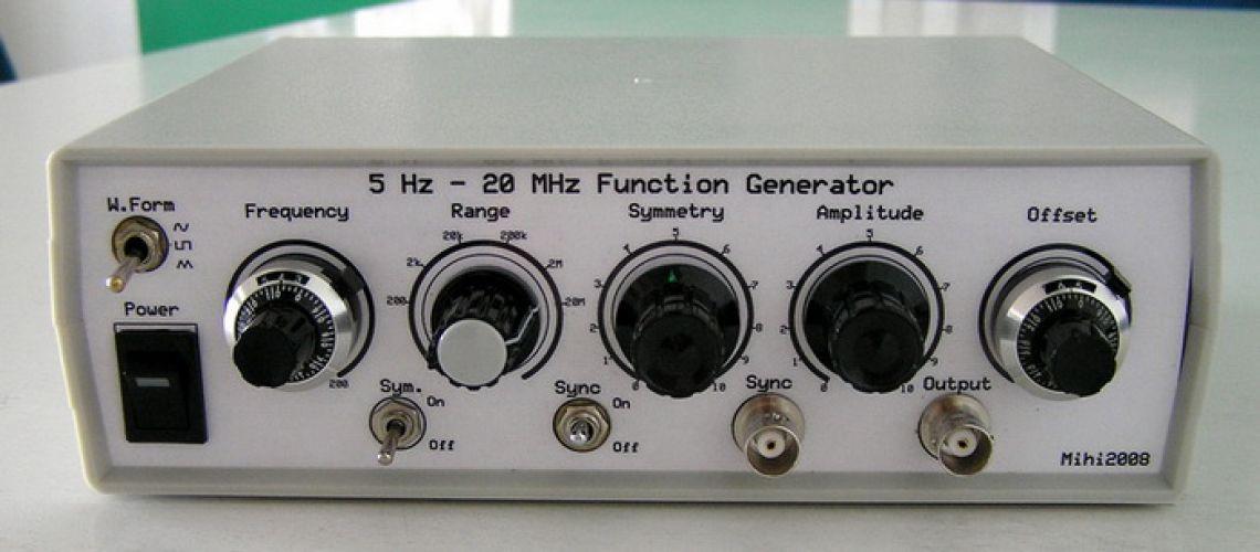 Funkčný generátor s použitím obvodu