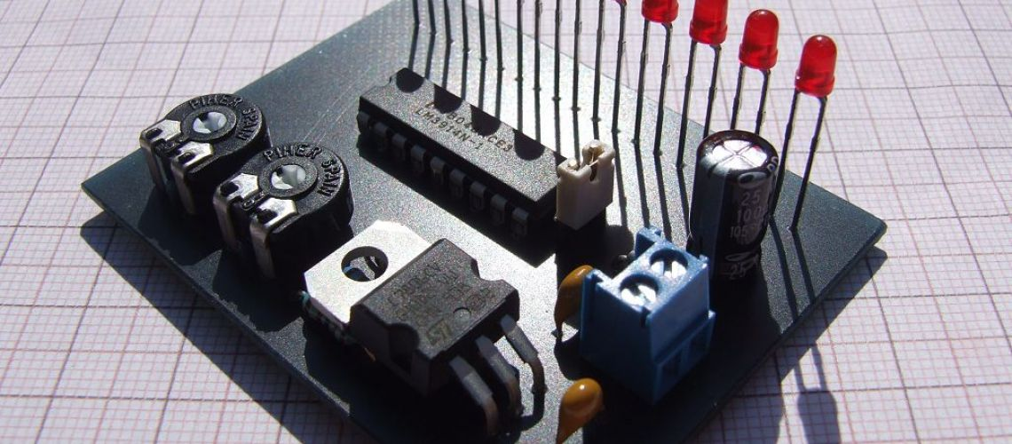 Indikátor napätia 12V akumulátora