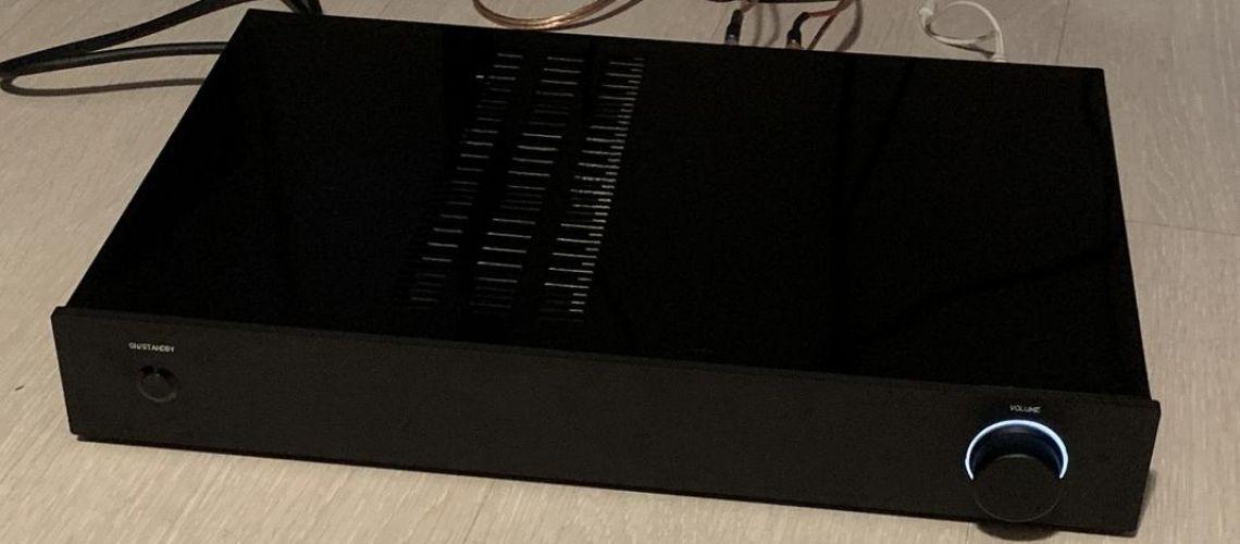 Konštrukcia All-in-one stereo zosilňovača