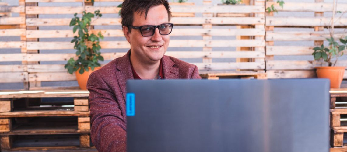 Kto je etický hacker a ako sa správať bezpečne na internete? Rozhovor s Patrikom Slučiakom