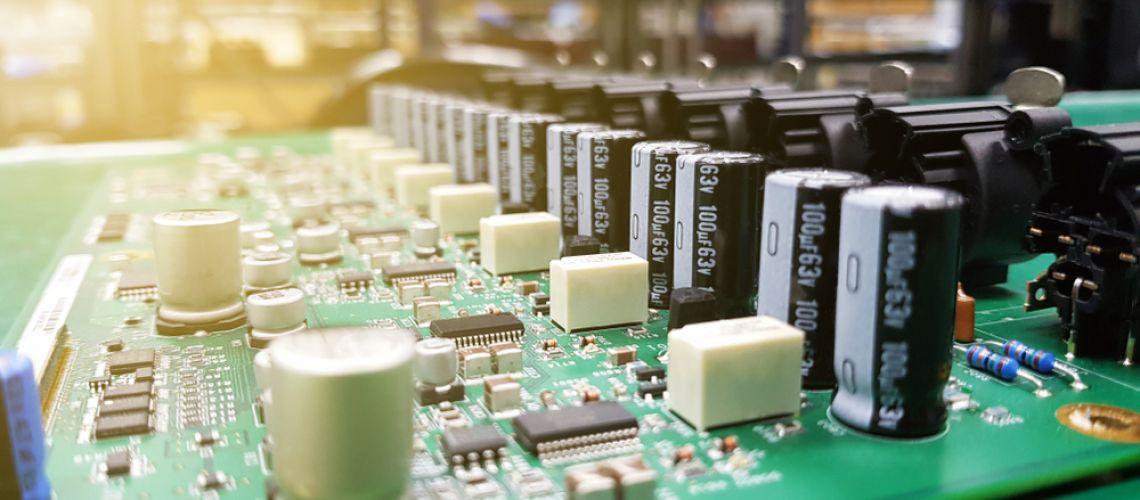 Najefektívnejšie metódy pre umiestnenie kondenzátorov na doskách plošných spojov