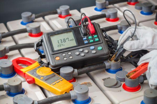 Napätie akumulátorov - od článkov k napäťovým systémom batériových úložísk