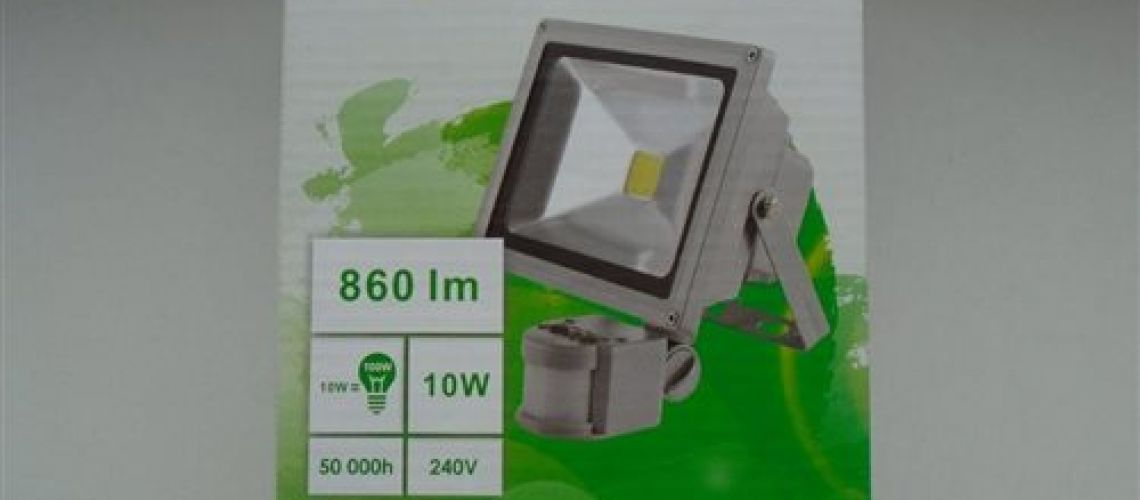 Nebezpečný výrobok : LED reflektor CARNEO 10W