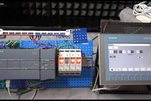 Ovládania PLC S7-1200 cez dotykový HMI panel