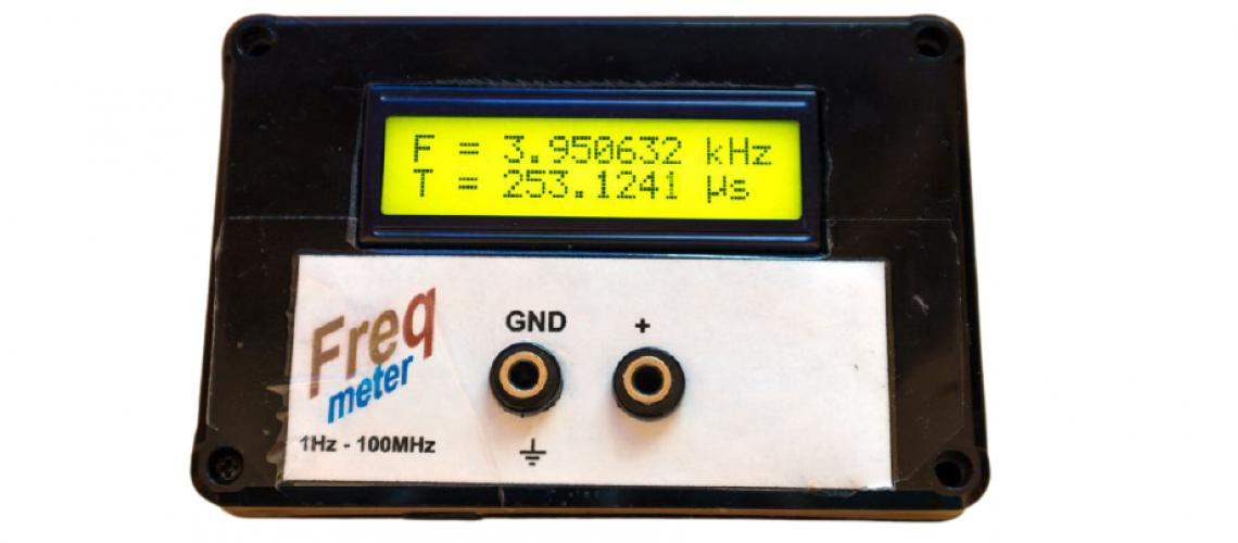 Přesný měřič frekvence s procesorem ATmega8