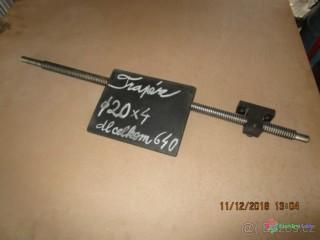 Posuvový trapézový nepoužitý šroub včetne matice