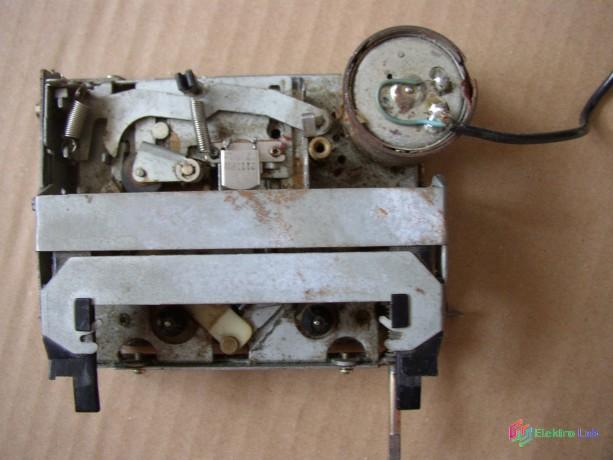 magnetofonova-mechanika-zo-stareho-autoradia-big-5