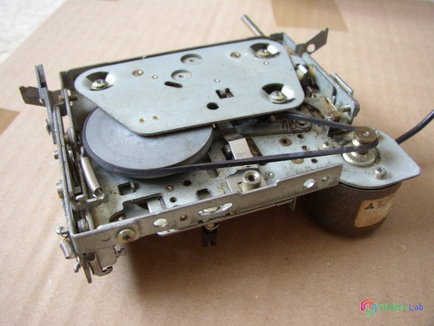 magnetofonova-mechanika-zo-stareho-autoradia-big-3