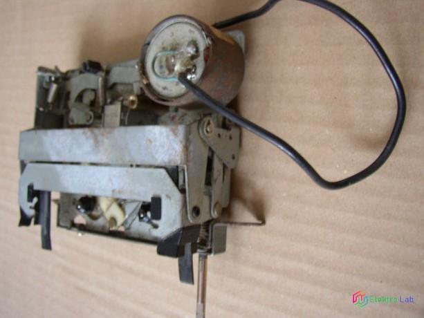 magnetofonova-mechanika-zo-stareho-autoradia-big-1