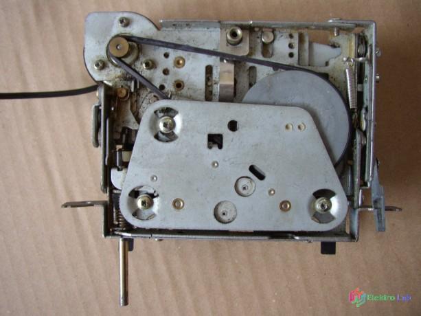 magnetofonova-mechanika-zo-stareho-autoradia-big-4
