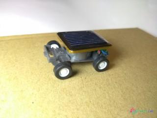 Mini solárne autíčko