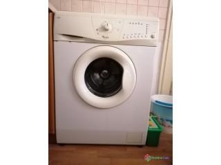 Nefunkčná práčka zn. Whirlpool