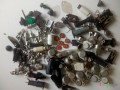 zmes-komponentov-cievky-tranzistory-rezistory-kondenzatory-integrovane-obvody-small-11