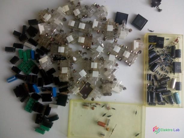 zmes-komponentov-cievky-tranzistory-rezistory-kondenzatory-integrovane-obvody-big-5