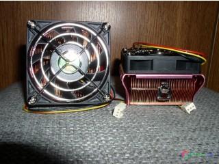 Chladiče CPU a ventilátor PC.